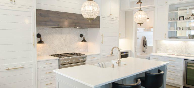 Jaki blat dobrać do białej kuchni?